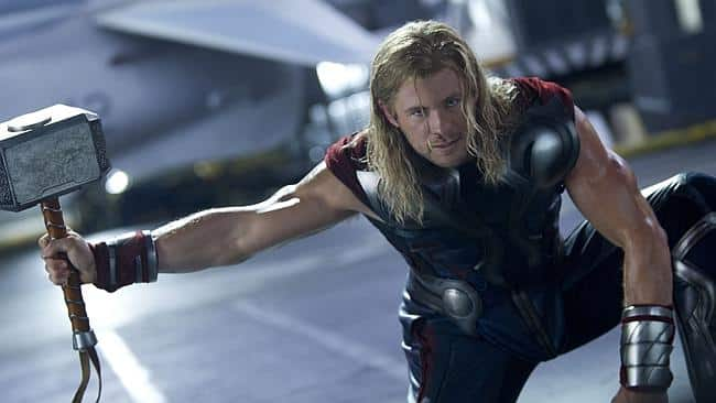 chris hemsworth teases new hammer for thor ragnarok