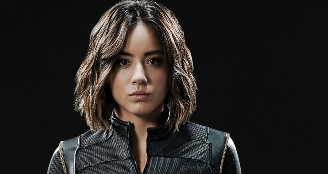 Chloe bennet says she wants to sit on olivia holt