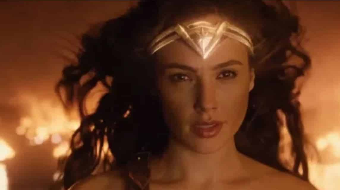 Fans petition Warner Bros. to make Wonder Woman bisexual