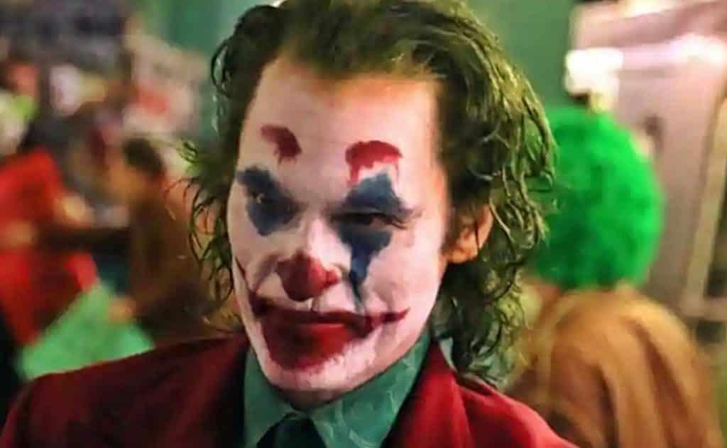 Leaked Footage <b>Reveals Joaquin Phoenix&#39;s</b> Full <b>Joker</b> Costume