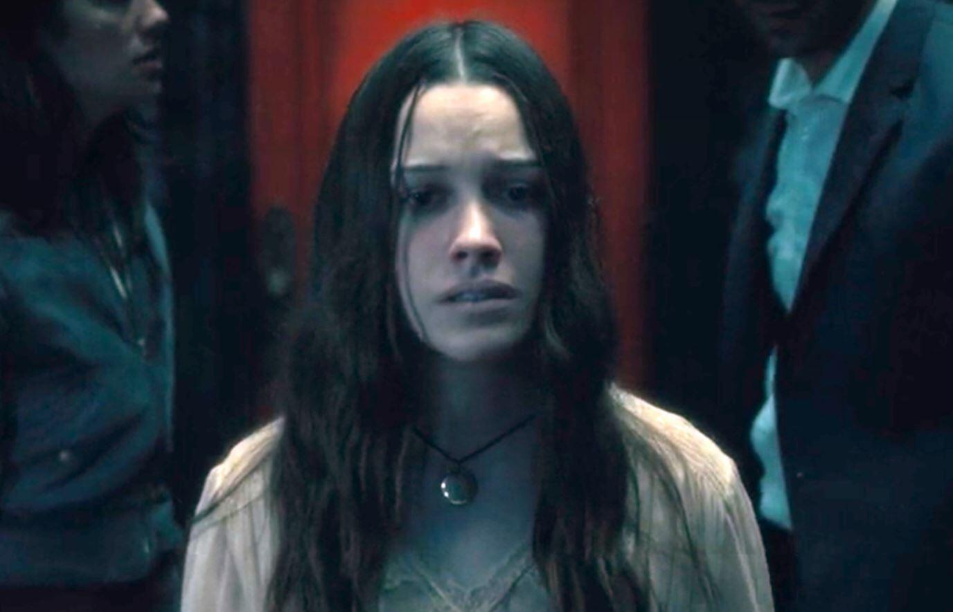 The Haunting Of Hill House Star Victoria Pedretti Returning For The Haunting Of Bly Manor